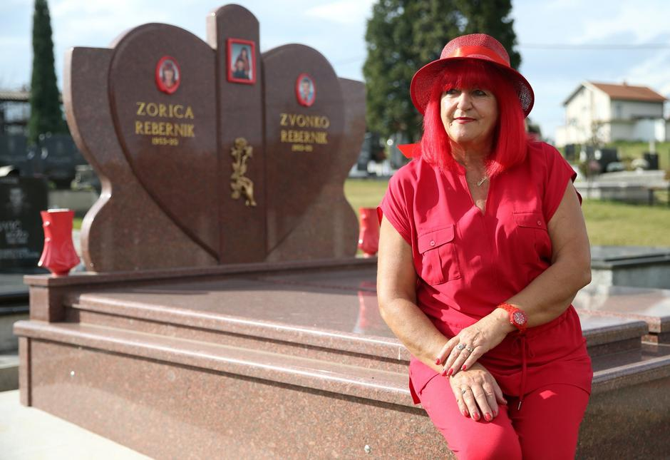 Zorica Rebernik, obsessed with the red color, sits on her grave in the village of Breze near Tuzla | Autor: DADO RUVIC/REUTERS/PIXSELL/REUTERS/PIXSELL