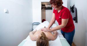 Ljekoviti dodir slijepih masera briše napetost i opušta tijelo