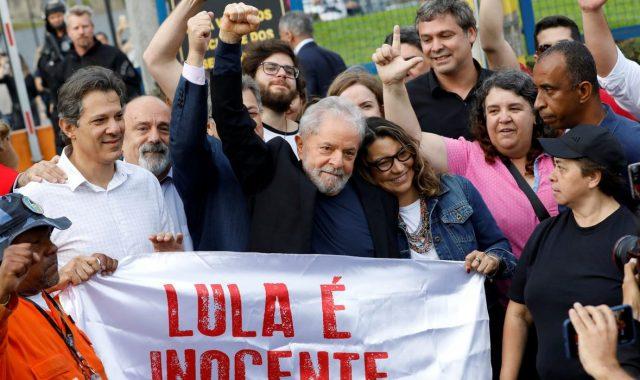 Bivšeg brazilskog predsjednika Lulu po izlasku iz zatvora u Curitibi dočekala je crvena masa ljevičarskih aktivista