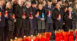 Na molitvu u dvorište bolnice u Vukovaru došla i predsjednica
