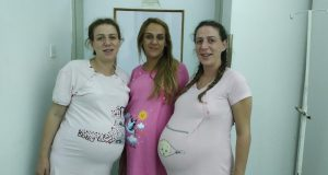 Tri sestre jutros rodile četvero djece gotovo u isto vrijeme