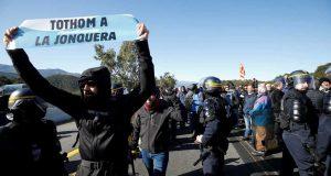 NASTAVLJAJU SE PROSVJEDI U KATALONIJI Zagovornici nezavisnosti blokiraju promet između Španjolske i Francuske