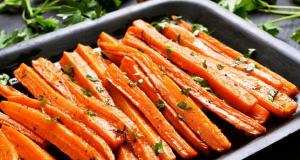 Ukusni blagdanski prilog: Pečena mrkva s medom i češnjakom