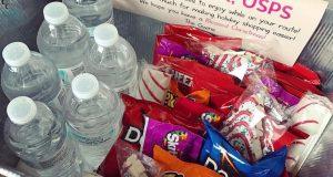 Dostavljačima uveseljavaju dan tako što im daruju čokoladice