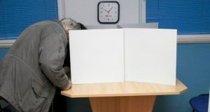 MOSTAR U KAOSU ZBOG IZBORA U HRVATSKOJ Ulice zakrčene automobilima ljudi koji dolaze na glasanje iz cijele Hercegovine