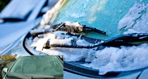 SAČUVAJTE BRISAČE I KRENITE NA VRIJEME Evo kako zimi učinkovito odlediti stakla auta na temperaturama ispod nule bez oštećenja motorića i metlica