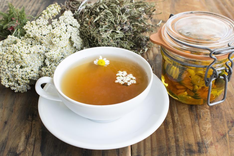 Herbal Medicine, Tea, Yarrow, Savory, Chamomile and Calendula Oil | Autor: SimonidaDjordjevic