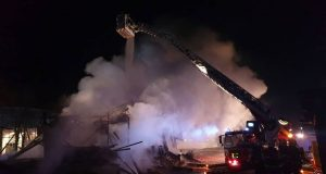 FOTO: VATRENA STIHIJA U TERMAMA ČATEŽ Ogromni požar gasilo 15 vatrogasnih postrojbi, dvije osobe odvezene u bolnicu