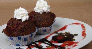 Desert za dvoje: Čokoladni cupcakes s okusom višnje