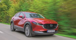 TEST: Mazda CX-30 lijepo je oblikovan i solidno prostran kompaktni SUV koji s benzincem od 122 KS spaja neobično nisku potrošnju i dinamičnu vožnju