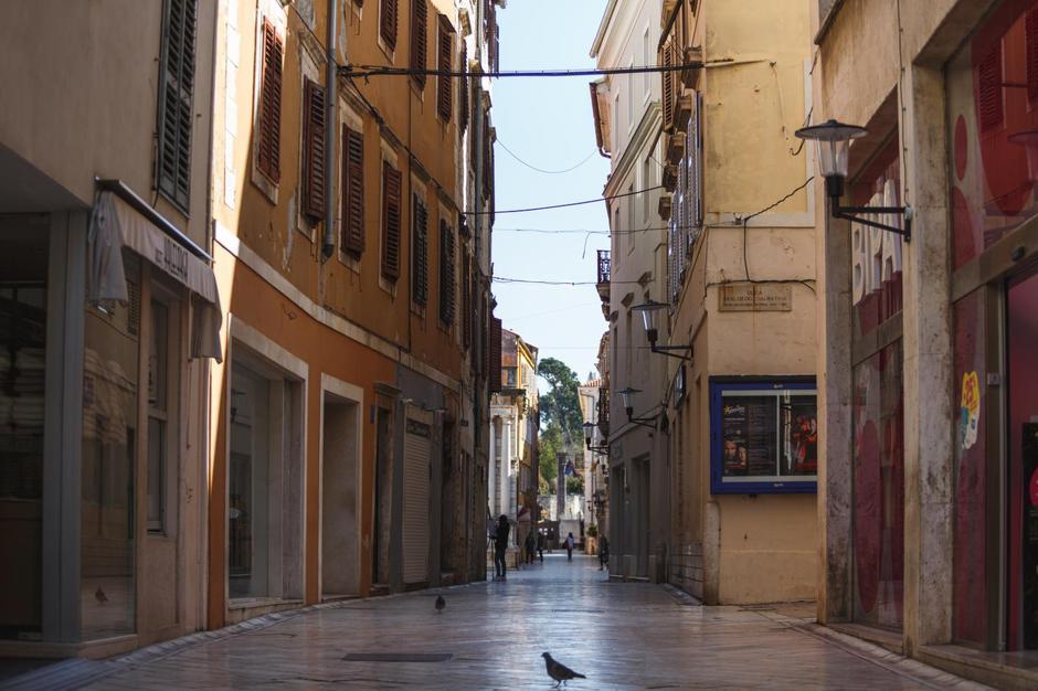 Zbog koronavirusa u Zadru su zatvoreni ugostiteljski objekti, a ulice su puste | Autor: Marko Dimic/PIXSELL