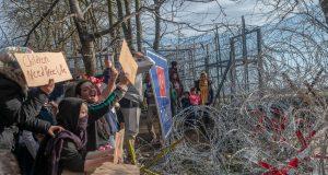 NOVI SUKOBI S MIGRANTIMA U GRČKOJ Stotine ljudi jutros pokušalo prijeći granicu, policija ispalila suzavac