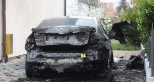 FOTO: VATRENA STIHIJA UZNEMIRILA STANOVIKE SAVSKOG GAJA U ZAGREBU Pod okriljem snježne noći izgorio luksuzni auto poznatog poduzetnika...