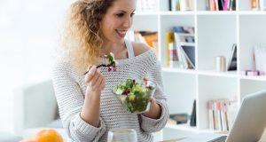 Evo kako paziti na liniju dok radite od doma i ne jedete puno