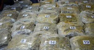 NA CRNOM TRŽIŠTU ZARADILI BI NAJMANJE MILIJUN EURA Šest uhićenih u BiH zbog krijumačarenja droge, među njima i državljani Hrvatske