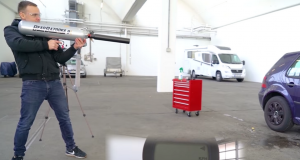 VIDEO: STAKLA NA STAROM VOLKSWAGENU GOLFU IV ČVRŠĆA SU OD CYBERTRUCKOVIH! Pogledajte sve pokušaje razbijanja, od čelične kugle, zračne bazooke...