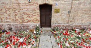 DJELOVAO JE IZ ANITSEMITSKIH I KSENOFOBNIH PONUDA Napadač na sinagogu u Njemačkoj optužen za dvostruko ubojstvo i 68 pokušaja
