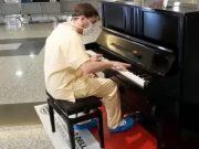 Liječnik za poželjeti: Sjeo je za klavir u bolnici i napravio show