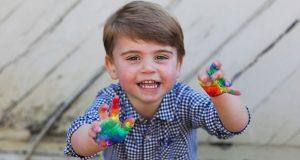 SRETAN ROĐENDAN, MALI PRINČE! Princ Louis napunio dvije godine, a njegova mama Kate rođendanskim fotografijama odala počast borcima protiv Covida-19