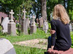 Mlada žena doživjela infarkt i umrla na majčinom sprovodu