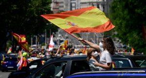 KUHA U ŠPANJOLSKOJ Više desetaka tisuća ljudi prosvjedovalo protiv vlade premijera Pedra Sáncheza zbog lošeg upravljanja koronakrizom