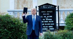 KATOLIČKI BISKUP NAHVALIO TRUMPA NA SVA USTA, OVAJ SE ODUŠEVIO Predsjednika opisao kao borca za dobro, raspisao se i o 'dubokoj državi'