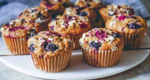 Zobeni muffini s bobičastim voćem za poletno jutro
