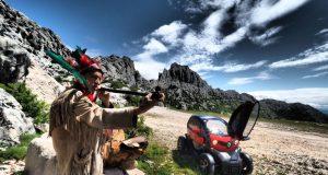 VELEBITSKE AVANTURE FOTOGRAFA ROMEA IBRIŠEVIĆA 'Kad ti u podne po Lici na cestu ispred Twyzija iskaču Indijanci shvatiš da se snima novi Winnetou!'