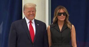 VIDEO: 'DAJ SE MALO NASMIJEŠI!' Trump opomenuo Melaniju da se nasmije fotografima, a ona je razvukla usne u kiseli osmijeh koji je bolno i gledati