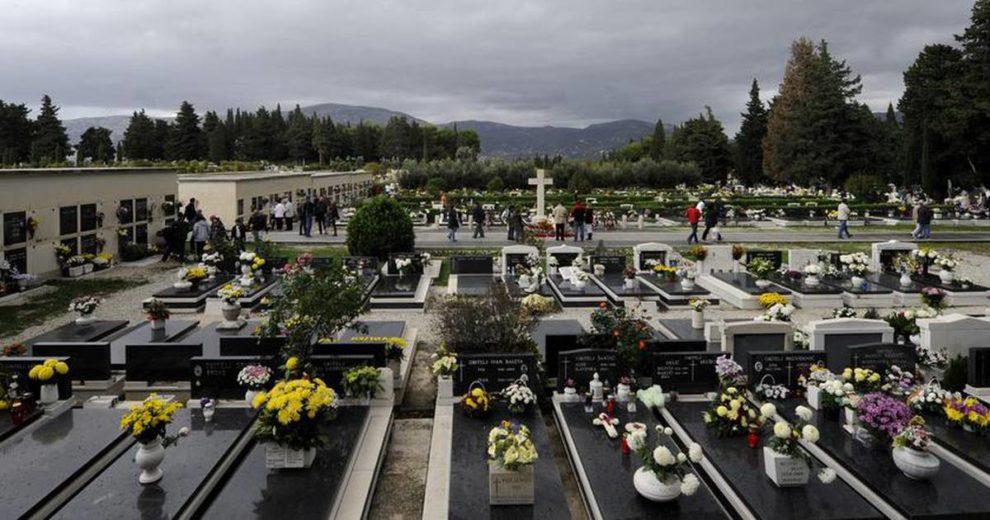 Policija istražuje devastiranje splitskog groblja: Po Lovrincu netko skuplja slike pokojnika?!