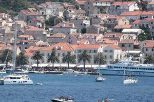 Brzi katamaran za Hvar i Brač opet vozi iz zračne luke u Splitu