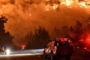 Divovski požar krenuo prema Ateni, stanovnici okolnih mjesta prisiljeni napustiti svoje kuće
