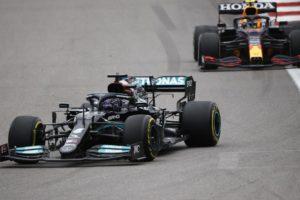 F1 Kiša napravila kaos u Rusiji: Vodeći Norris izletio sa staze, Hamilton pobijedio 100. put!