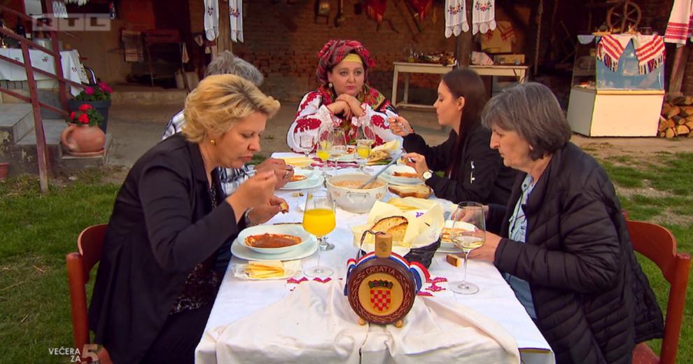 Agica oduševila goste šokačkom večerom i preuzela je vodstvo, a Vanesa je našla dlaku u jelu