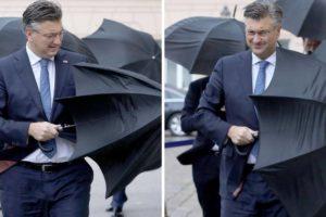 Plenković vs. kišobran: Premijer krenuo polagati vijenac, vjetar i kiša su mu stvarali probleme